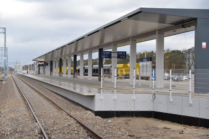 Stacja kolejowa w Otwocku coraz większa